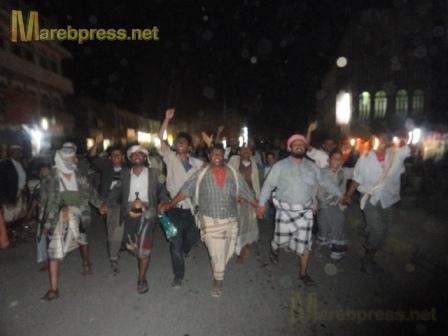 البيضاء: مسيرة جماهيرية حاشدة تندد بمجزرة نظام صالح ضد المتظاهرين السلميين في صنعاء 16010.1316386577.83.