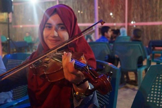 قهرت السرطان ومعابر الاحتلال.. قصة تفوق فتاة فلسطينية امتحنت الثانوية بغرفة العلاج الكيماو 730.jpg