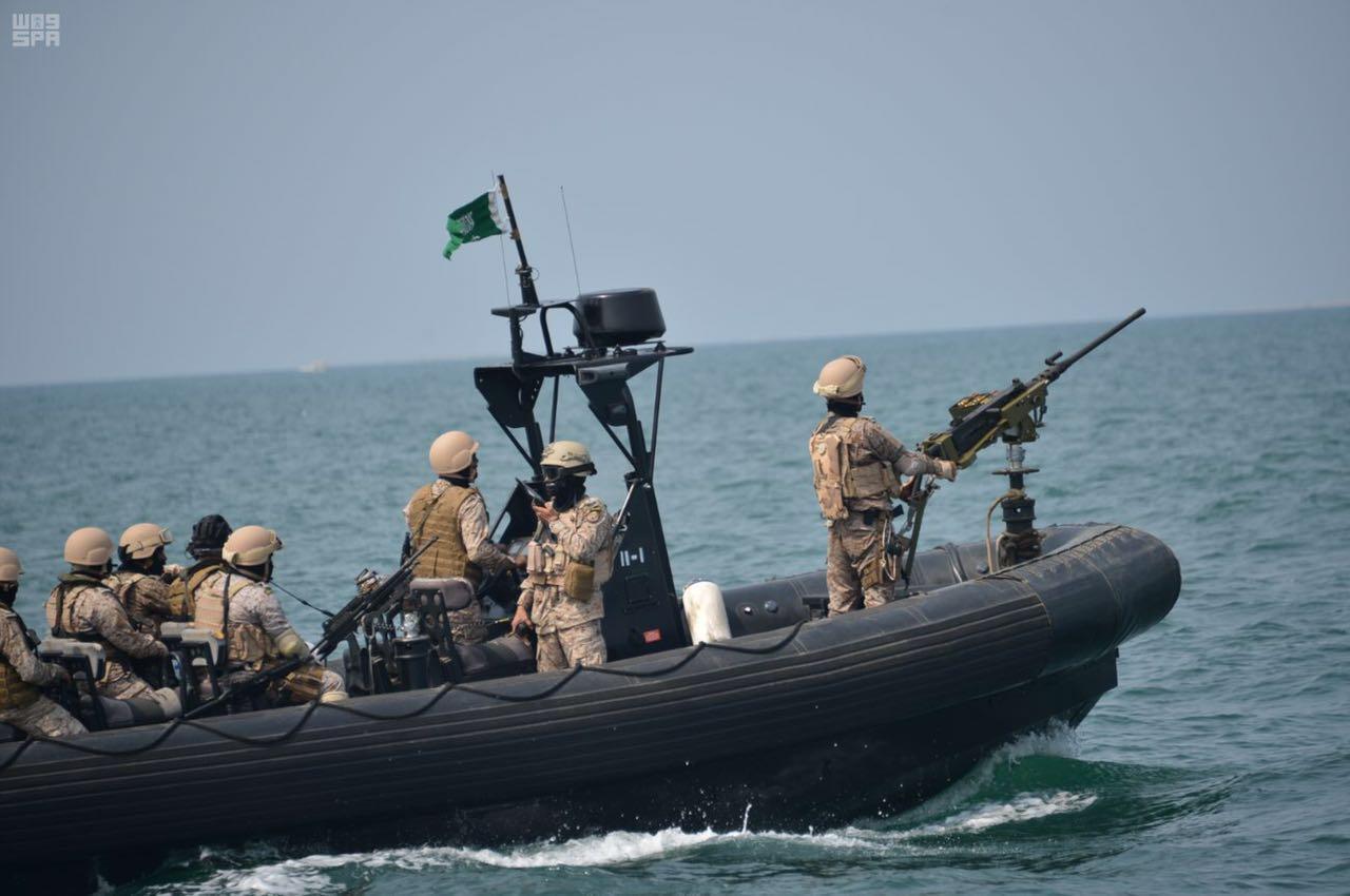 البحرية السعودية تتصدى لزوارق متفجرة حاولت استهداف حقل نفطي
