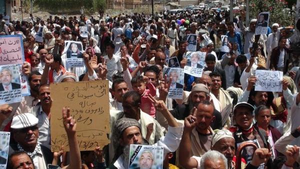 القيادي في حزب الإصلاح محمد قحطان يعود إلى الواجهة في ساحة الحرية بتعز
