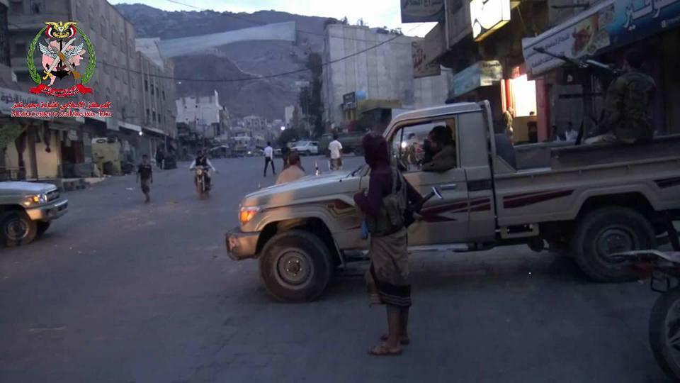 تمرد عسكري في تعز واندلاع اشتباكات وقصف عنيف وسط المدينة (ابو العباس المدعوم من الامارات يقاتل مع الارهابيين)