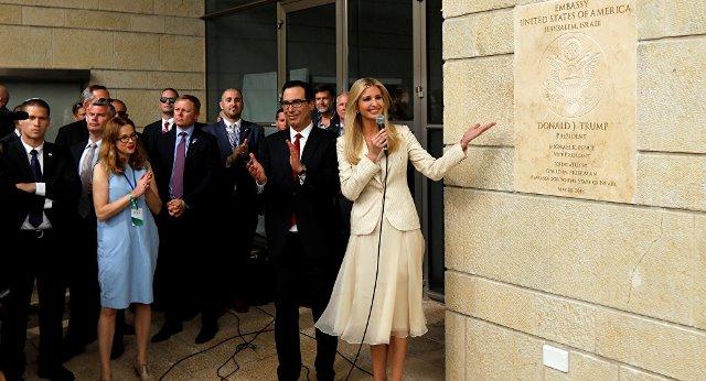 شاهد كيف عكرت فلسطينية على إسرائيل حفل افتتاح السفارة الأميركية بالقدس بتلاوة القرآن التي هزت أركان الحفل