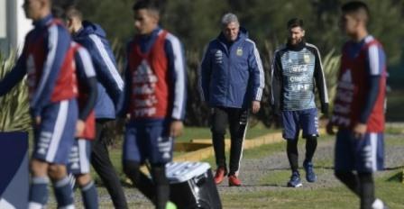 ميسي يلتحق بتدريبات المنتخب الارجنتيني استعداد للمونديال