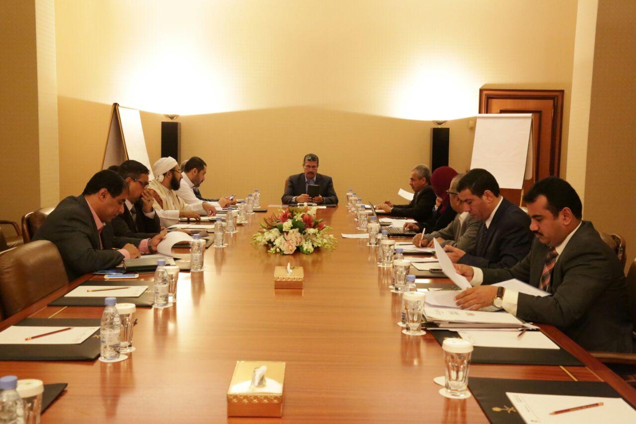 بحاح يحدد موعد عودة الحكومة إلى اليمن