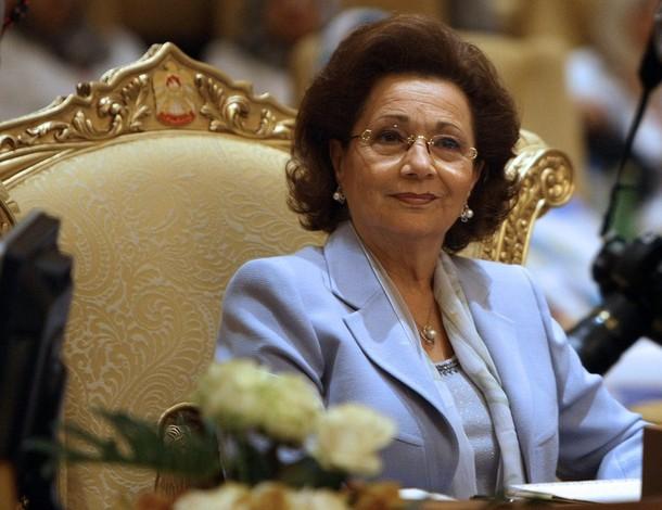 سوزان مبارك ملكة متوَّجة رغم اختفائها عن الأضواء