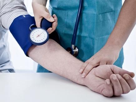 ضغط الدم المرتفع من أكثر المشاكل الصحية الصامتة التي تغزو حياتنا، لكن  الصوديوم الذي يتم تناوله من خلال الملح ليس المذنب الوحيد، هناك التدخين،  والخمول، ...