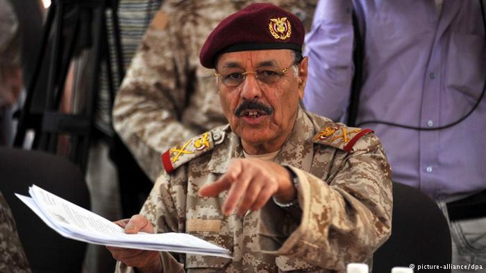 عاجل : علي محسن يصدر توجيهات صارمة للقيادة العسكرية في الضالع وإب ويكشف عن خلافات وخونة