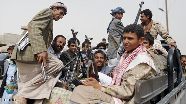 الميليشيا تواصل حفر الخنادق في الحديدة وترسل التعزيزات إلى جبهات القتال