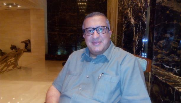 مستشار في الرئاسة يكشف ما دار في اجتماع عقد بمسقط مؤخرا ويتحدث عن اسرع الطرق لانجاز السلام