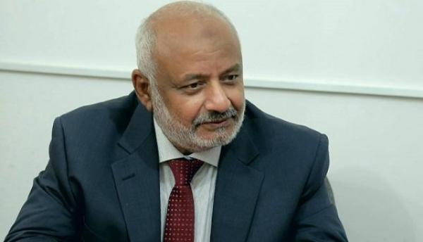 محافظ الحديدة يتهم الحوثيين بتهريب الذهب إلى صنعاء