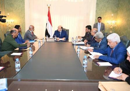 اجتماع رئاسي في عدن يناقش معركة الحديدة وصرف المرتبات وهادي يتحدث عن تحرير وشيك للمحافظة