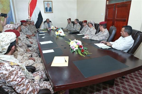 الفريق علي محسن  يزف لقادة الجيش الوطني بشرى ستحصل في العاصمة صنعاء قريبا