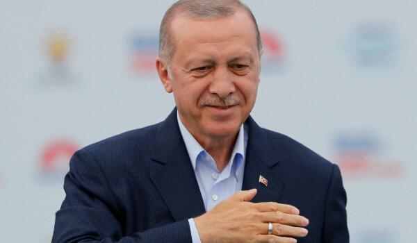 «أردوغان» يفوز بولاية جديدة وتحالفه يحصد أغلبية بالبرلمان والاحتفالات تعم تركيا