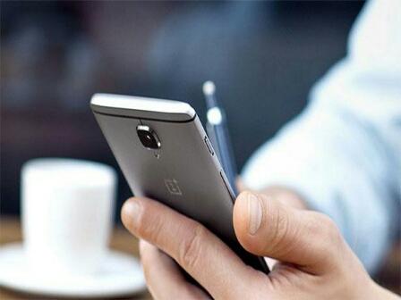 شركة صينية تكشف عن هاتف قد يشعل حرب الأسعار عالمياً