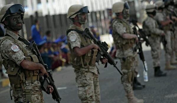 محافظ تعز يسلم المدينة لـ«أبو العباس» ويوقع اتفاقا مع «الأمنية» يقضي بإزالة النقاط وخروج الوحدات العسكرية مع أسلحتها