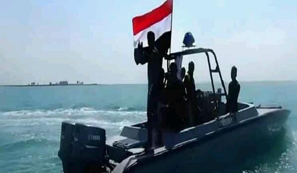 """إحباط هجوم بـ""""زورق حوثي مفخخ"""" في البحر الأحمر"""
