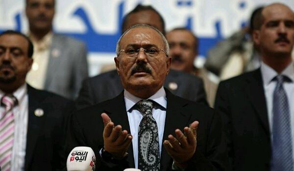 «قائمة طويلة بالقيادات الخونة».. قيادي مؤتمري يكشف مفاجآت الساعات الأخيرة في حياة «صالح» ومبادرات الحوثي الـ3