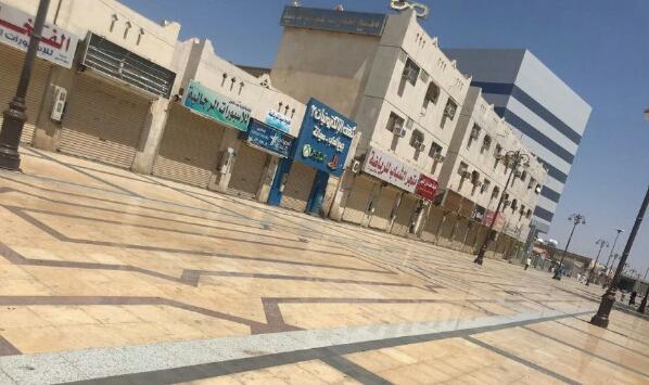 اشهر اسواق المملكة «يتمرد» على قرار «السعودة» - السعوديون منقسمون و4 انشطة تجارية جديدة «محرمة» على الوافدين