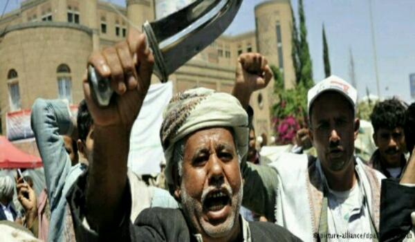 بعد الاستقالات الجماعية.. مسؤولين في حكومة الانقلاب الحوثية فشلوا في الفرار الى مناطق «الشرعية» يلجأون للاحتماء بقبائلهم و«الحوثي» يبدأ تحركات لتطهير المؤسسات من أنصار «صالح»