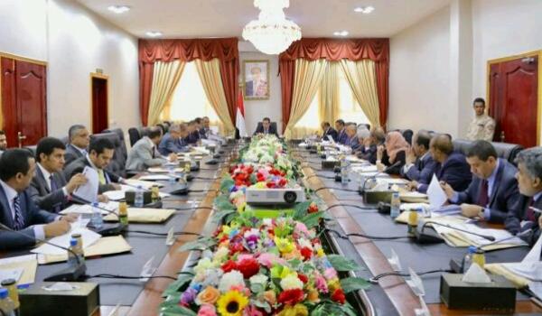 «حكومة معين» تتخذ قرارات «جريئة وغير مسبوقة» خلال «اجتماع حاسم»