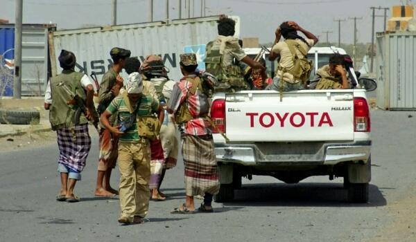 قيادات «الإصلاح» في «أبو ظبي» و«الرياض» تستدعي رئيس «الانتقالي» الجنوبي ومعارك «الحديدة» تتوقف.. ما الذي يحدث؟ وهل اقتربت النهاية؟
