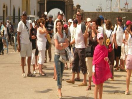 إسرائيل تجلي سياحها بشكل عاجل