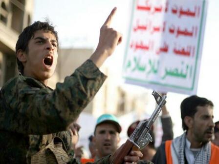 الحوثي يفضح أكذوبة انسحابه من موانئ الحديدة