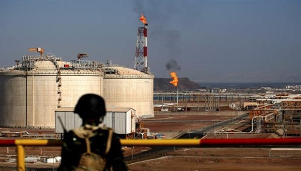الكشف عن تورط مستثمر محلي في شبوة مع الحوثيين وشركة اجنبية تشتكيه وتهدد بوقف انتاج النفط - الجيش الوطني يتدخل