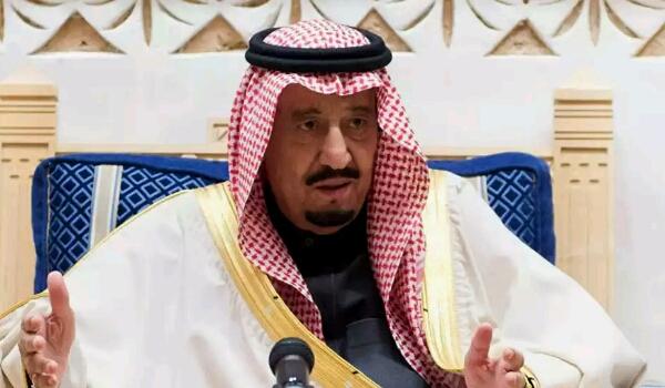 """العاهل السعودي ونجله """"مححد بن سلمات"""" يصدران قرارات جديدة.. بينها قرارات بشأن الحرب في اليمن"""