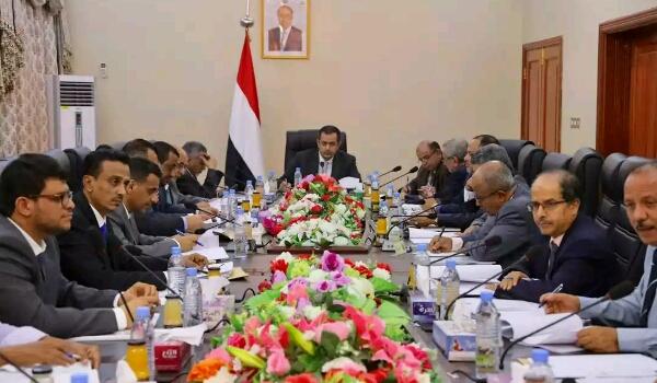 """""""عبدالملك"""" يعلن اعتماد سياسة """"التقشف"""" وتقليص الانفاق"""