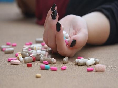 خبراء يكشفون الأسباب التي تدفع الشباب والفتيات العرب للانتحارن