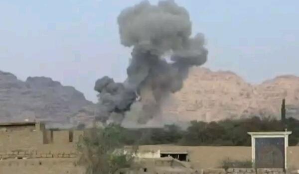 """""""التحالف"""" يستهدف مقرا لاقامة الدورات الثقافية الحوثية ومصادر تؤكد سقوط عشرات القتلى والجرحى"""