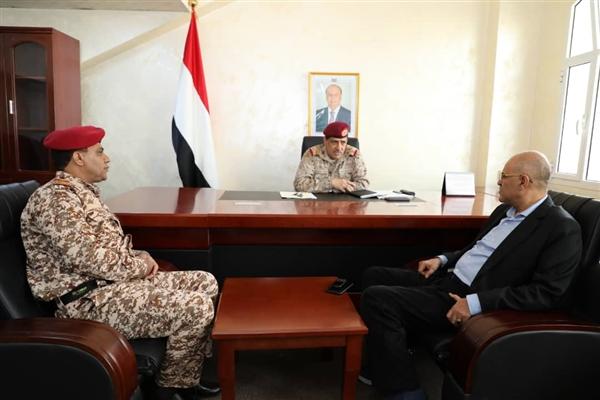 لماذا أستدعى رئيس الأركان محافظ محافظة تعز وقائد محورها العسكري إلى عدن