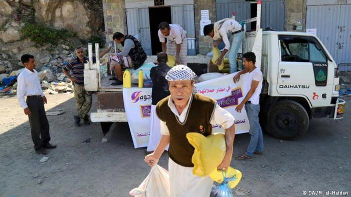 الحكومة اليمنية تطالب تصحيحا أمميا ينهي نهب الحوثيين للمساعدات