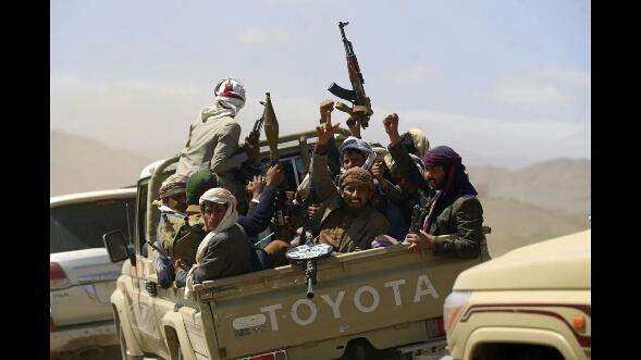 تطورات عاجلة :  تدمير أكبر معسكرات الحوثي في حجور وعمران والمليشيات تلجأ للباليستي ومعارك ضارية على أشدها