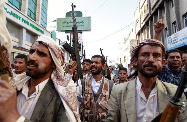 الميليشيات الحوثية تعتقل 7 من كبار قادتها صنعاء