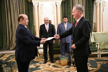تفاصيل اول لقاء بين هادي وسفير واشنطن الجديد – قضيتان مهمتان وموقف امريكي حاسم