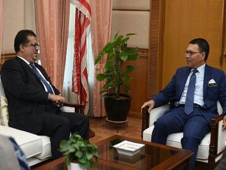 السفير «باحميد» يبحث مع أمين عام الخارجية الماليزية تطورات الأوضاع في «اليمن»