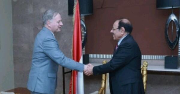 """""""علي محسن الأحمر"""" يضع السفير الأمريكي الجديد في صورة الوضع"""