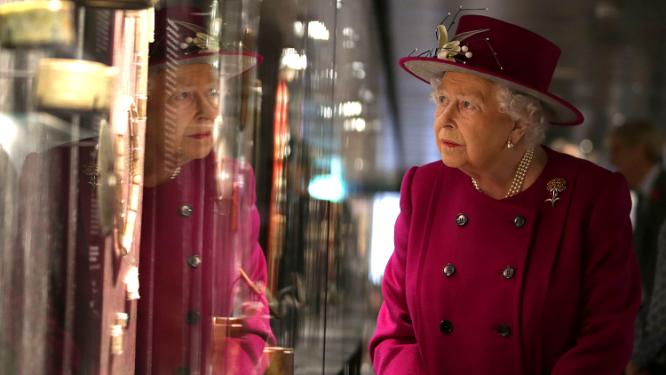 ملكة شهيرة جدا .. متى ستتخلى عن صلاحياتها ولمن ؟