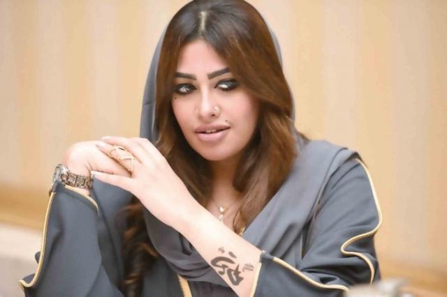 شاهد .. إعلامية سعودية تحرج فنانا مصريا  بعبارات جريئة .. فيديو