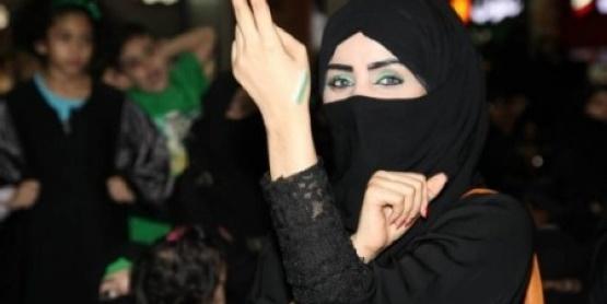 بعد أن اجتاحت رقصتها العالم ..السعودية تأمر بضبط المنتقبة الراقصة بموسم الرياض .. شاهد