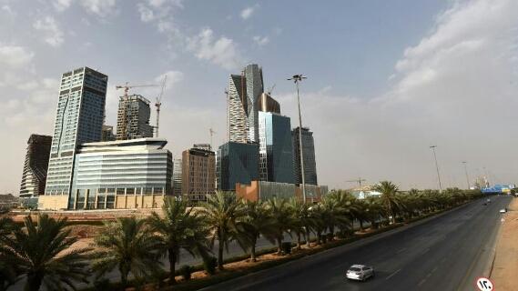 وزير المالية السعودي يكشف مصير «حساب المواطن» بعد الإجراءات الأخيرة