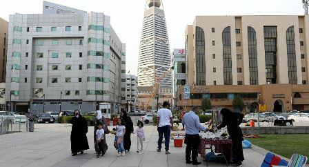 السعودية تكشف عن غرامات تطال من يقوم بإنهاء التعاقد مع الوافدين بطريقة غير مشروعة