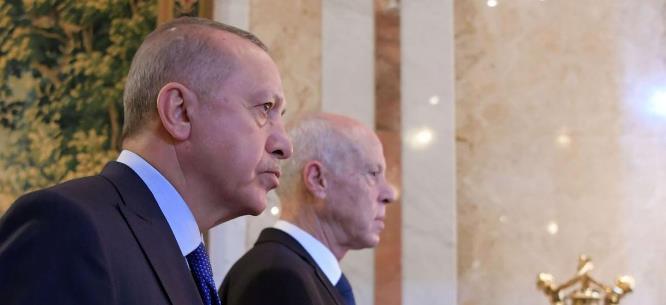 الاستخبارات التركية تحبط مخططا للانقلاب في تونس .. ماهي الاسرار التي كشفها أردوغان لسعيد وتم العثور عليها في قاعدة الوطية