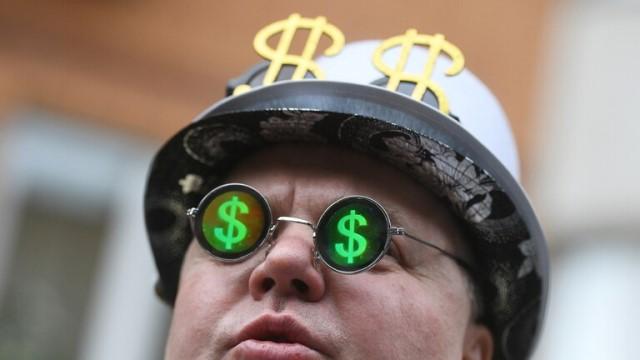 رجل أعمال روسي كبير يكشف عن عملة تهدد وبقوة مكانة الدولار